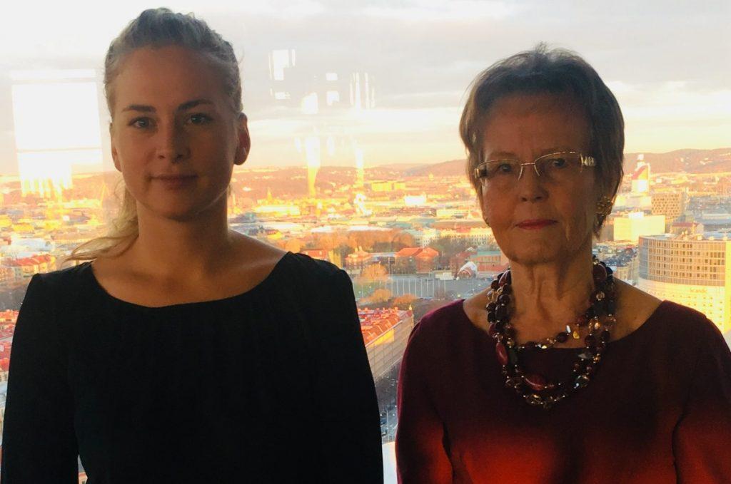 Elvy Svennerstål och Clara Berglund från Sveriges Kvinnolobby